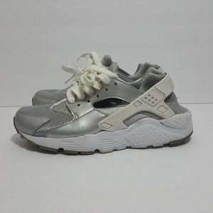 Nike Huarache size 4y, 5.5 womens silver grey